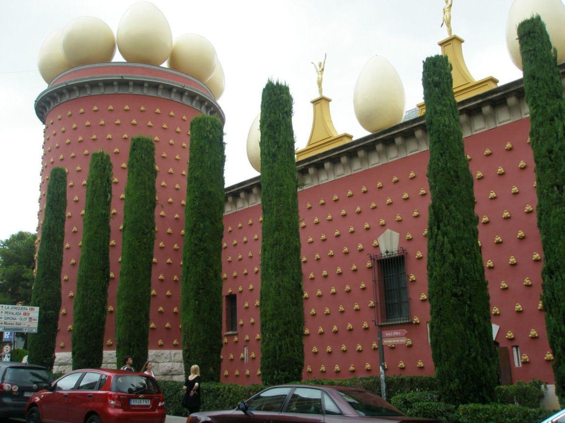 Gala Dalí Castle (Pubol) and Dali Theatre-museum (Figueres ...